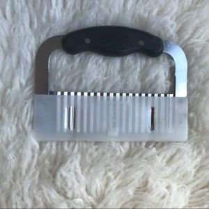 Pampered Chef serrated cutting tool